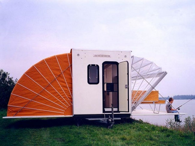 12321165-The-Marquis-Trailer-Transforms-into-the-Ultimate-Urban-Camper-02-1469455467-650-49475024f5-1469603163